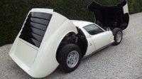 Redescubre el Lamborghini Miura P400S con el poco visto color blanco