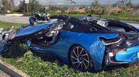 Impactante: BMW i8 completamente aplastado por un camión de cemento