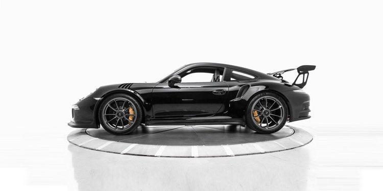 Diabólico Porsche 911 GT3 RS completamente negro