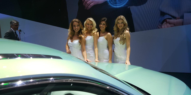Porque no todo son coches. Las chicas del Salón del automóvil de Ginebra 2016