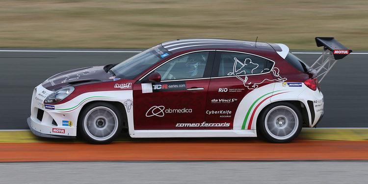 Nicola Larini prueba ocho coches en el BOP del TCR en Valencia