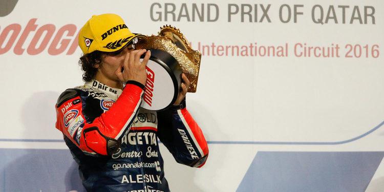 Antonelli gana la primera carrera de Moto3 con foto finish incluida