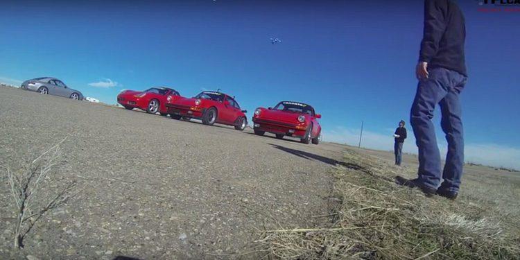 Curiosa drag race entre Porsche Boxster y dos 911 clásicos