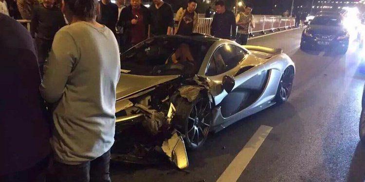 Un McLaren P1 se estrella en China