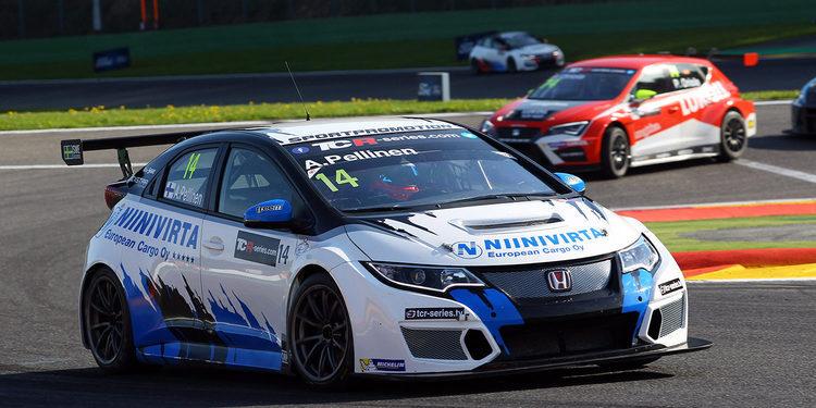 Aku Pellinen gana la primera carrera del TCR en Spa