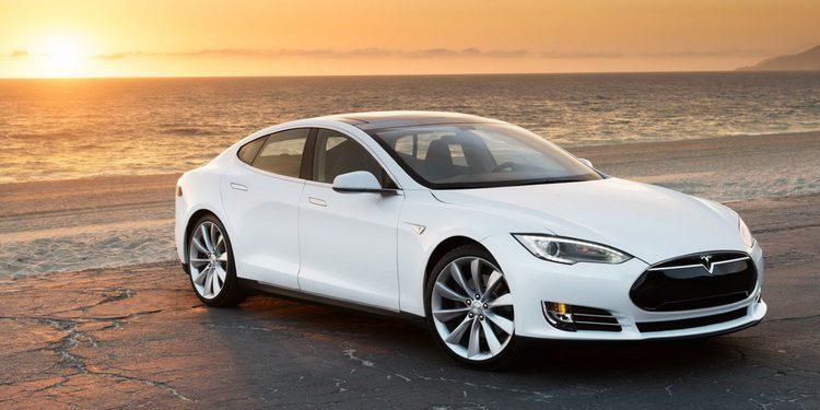 Se queda dormido con el Auto Pilot de Tesla conectado