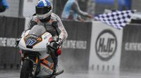 Moto3: McPhee reina en el diluvio, Binder KO