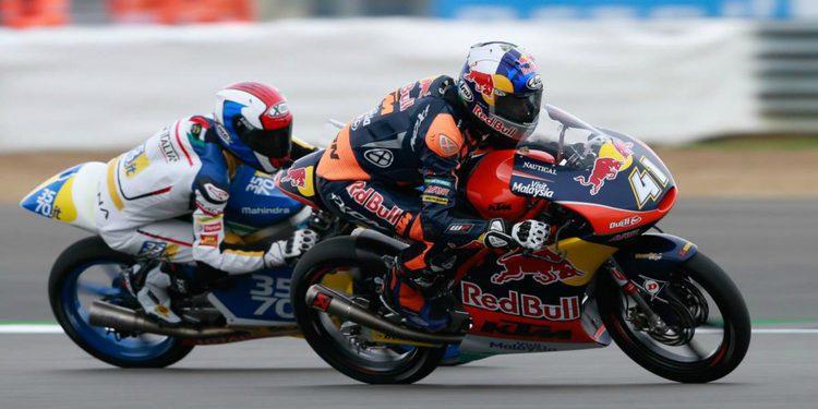 Moto3: Brad Binder gana y pone en jaque a Jorge Navarro