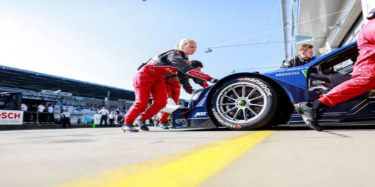 Mattias Ekström, excluido de la carrera del domingo