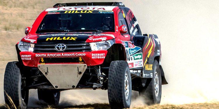 Giniel De Villiers prueba el Toyota Hilux EVO