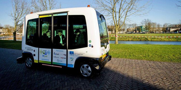 EZ10, el transporte público ecólogico y autónomo