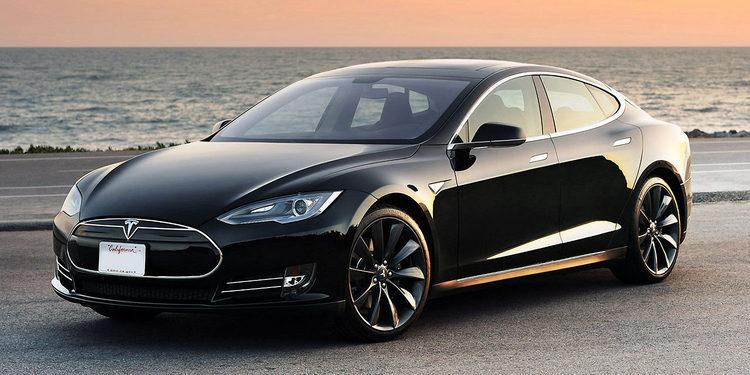 Tesla confirmó la conducción autónoma