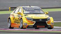 Gabriele Tarquini se impone en la carrera inicial en Qatar