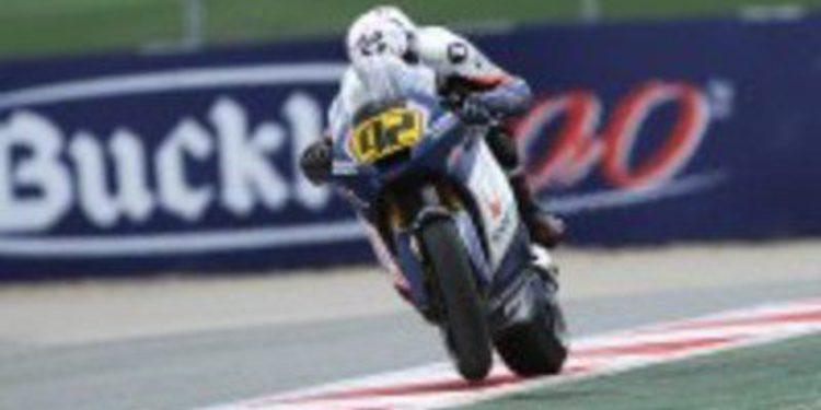Jordi Torres le roba la victoria de Moto2 en la última vuelta a Mariñelarena