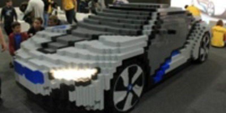 Un BMW Concept i8 hecho con piezas de LEGO