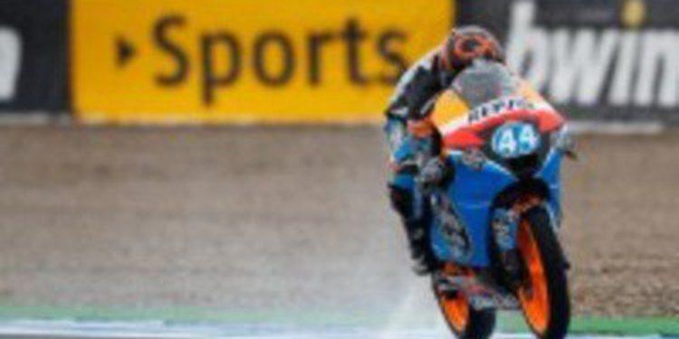 Miguel Oliveira marca el ritmo bajo la lluvia en Moto3