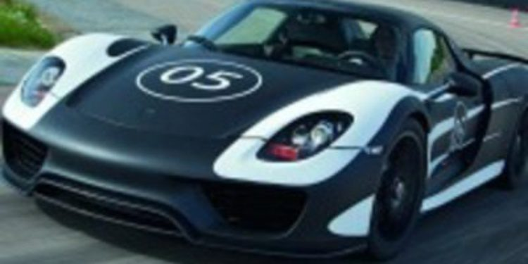El Porsche 918 Spyder rueda a cara casi descubierta