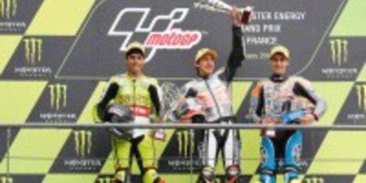 Alberto Moncayo y Alex Rins se estrenan en el podio de Moto3
