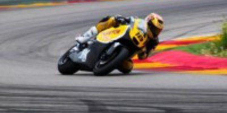 Jordi Torres impone la ley del más fuerte en el CEV Moto2 de Motorland