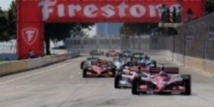 Scott Dixon gana en una pista de Detroit que se derrite