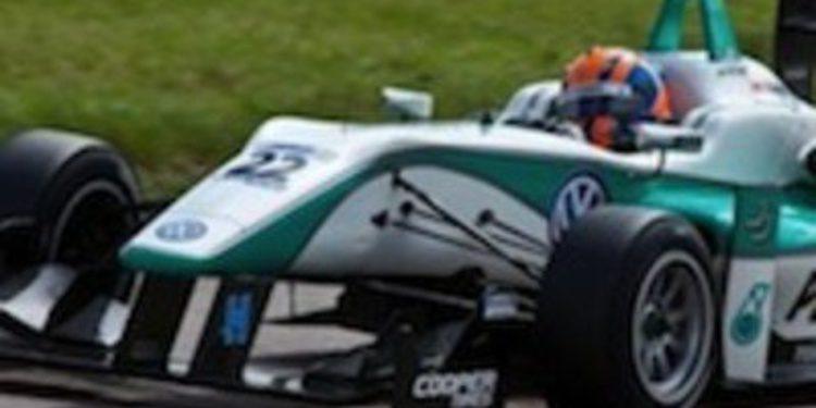 Jazeman Jaafar se pone al frente de la F3 Británica tras ganar la primera en Rockingham