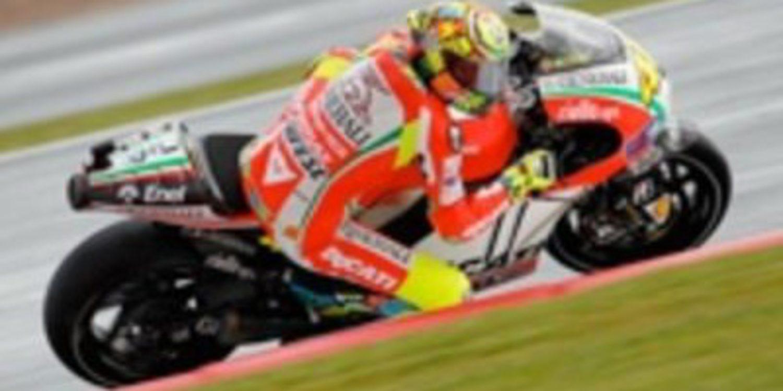 Ducati hace doblete en los FP1 de MotoGP en Silverstone con Rossi primero