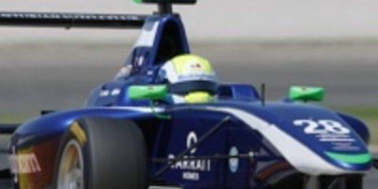 William Buller se lleva el mejor tiempo de los test de GP3 en Valencia