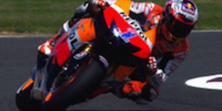 Casey Stoner impone su ley en los FP3 de MotoGP en Silverstone
