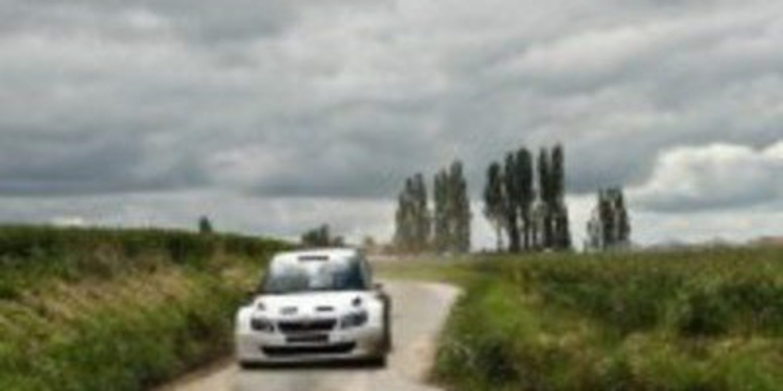 Varios pilotos completan un test antes del Geko Ypres Rallie del IRC