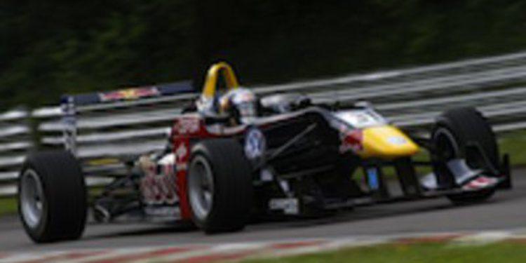 Carlos Sainz Jr marca la pauta en Brands Hatch con la F3 Británica