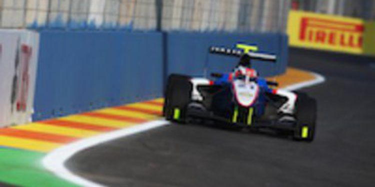 Patrick Niederhauser gana en la carrera corta de GP3 en Valencia