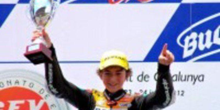 Francesco Bagnaia vence por tres milésimas en Moto3