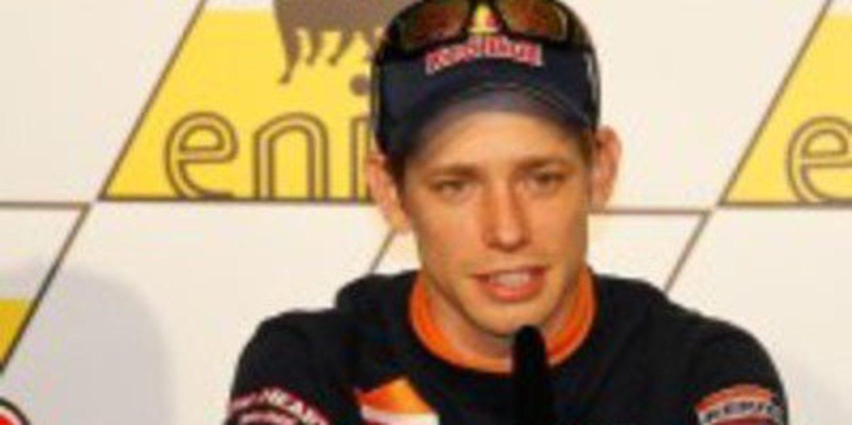 Casey Stoner es el poleman en Sachsenring tras múltiples cambios de lider