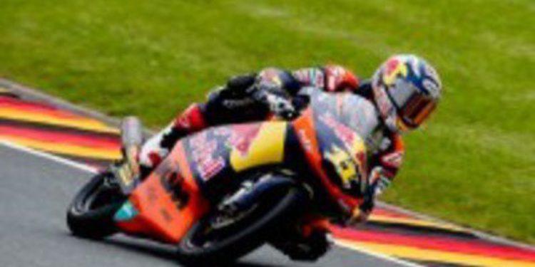 Sandro Cortese gana en la difícil carrera de Moto3 en Sachsenring
