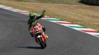 Andrea Iannone arrebata el triunfo de Moto2 en Mugello a Espargaró