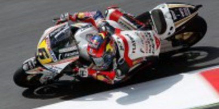 Stefan Bradl trabaja sobre el punto más debil de su Honda