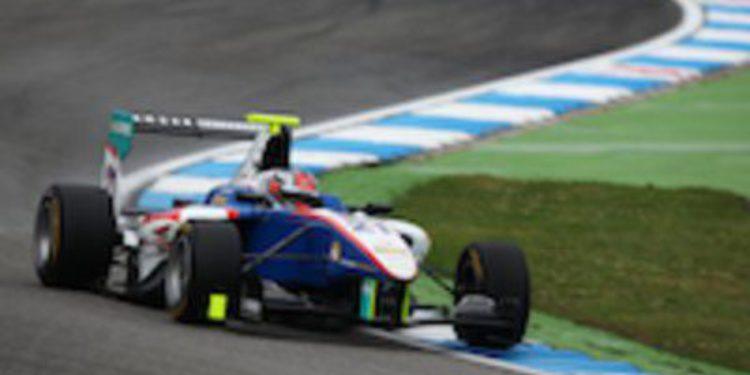 Patrick Niederhauser gana bajo la lluvia torrencial de la carrera de GP3 en Hockenheim