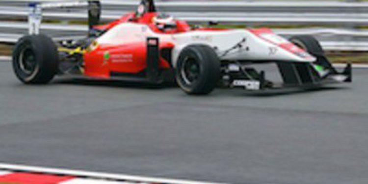 Félix Serralles vence en la primera manga de F3 en Spa con Juncadella y Sainz en el podio