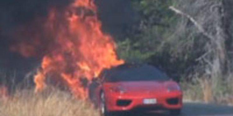 El Ferrari 360 Challenge Stradale de Ever Banega sale ardiendo el mismo día que lo estrenaba