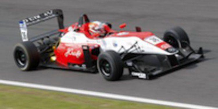 Alex Lynn marca el ritmo en los libres de Snetterton en la F3 Británica