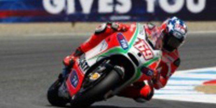 El equipo Ducati concentrado con su llegada al GP de Indianápolis