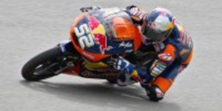 Danny Kent domina los FP1 de Moto3 en una pista fría de Indianápolis