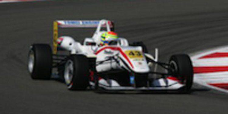 Alexander Sims vence en el sprint de Nurburgring en Euroseries con el Nissan