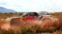 Coches   Loeb hace sudar a Peterhansel en otro golpe de autoridad de Peugeot