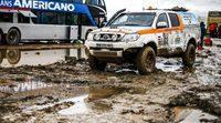 El agua atasca el Dakar