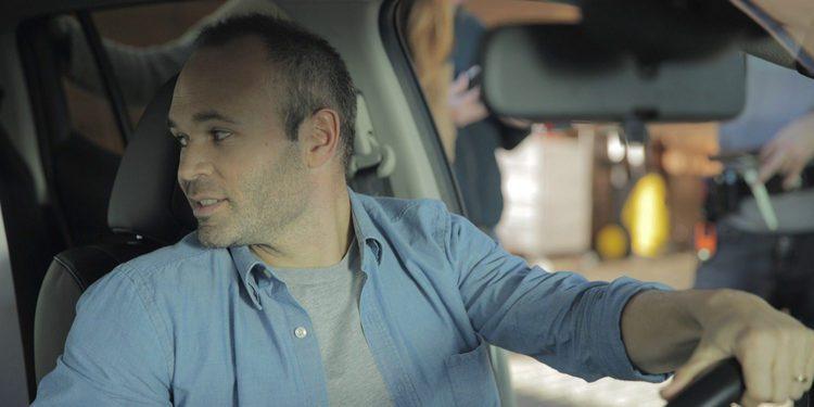 Nissan consigue fichar a Andrés Iniesta