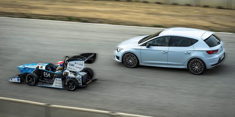 El SEAT León Cupra y el monoplaza CAT09e cara a cara
