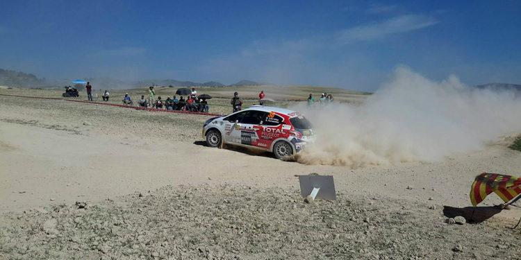 Efrén Llarena arrasa en su calentamiento hacia la 208 Rallye Cup