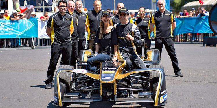 Esteban Gutiérrez exhibió su Fórmula E en Ciudad de México