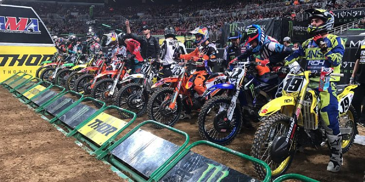 Reed perjudica a Dungey, Tomac vence